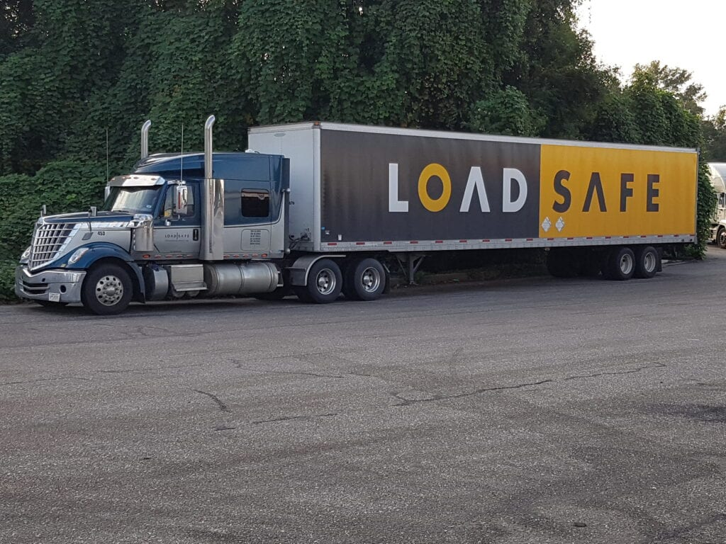 4 Tips to Choosing the Right Carrier - Load Safe Cross Border - Freight Services - Featured Image